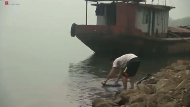 Dân Hà Nội dùng nước sông cho sinh hoạt