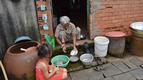 """Nhiều hộ dân """"nhắm mắt"""" dùng… nguồn nước nhiễm bẩn"""