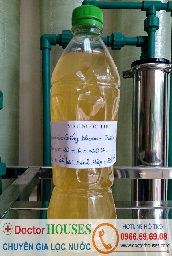 Nguồn nước cấp cho bể bơi di động: nước giếng khoan màu vàng, mùi tanh