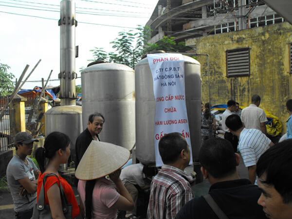 Nước nhiễm độc Asen khiến người dân chung cư giữa lòng Hà Nội hoảng hốt