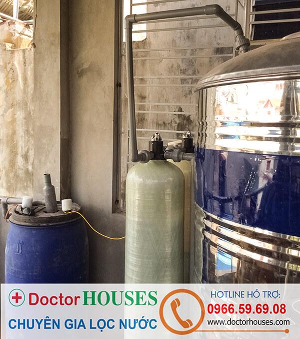 Thiết bị xử lý nước giếng khoan có màu vàng, mùi tanh DHGK-02
