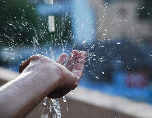Sử dụng nước mưa không đúng cách sẽ gây nguy hại cho sức khỏe ?