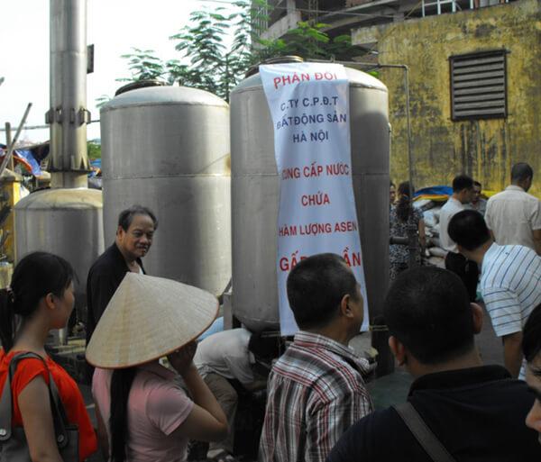 Người dân bức xúc khi phải sử dụng nguồn nước nhiễm độc Asen