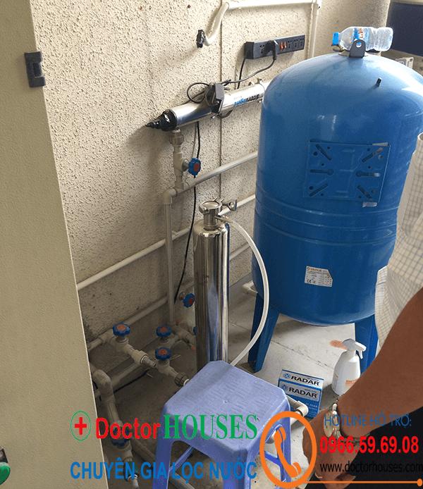Bình tích áp cung cấp nước siêu tinh khiết vào máy chạy thân